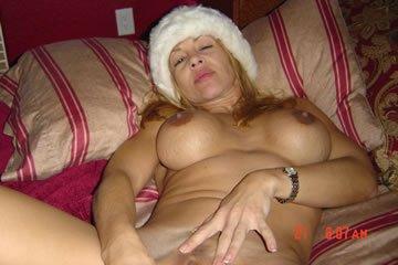 Big titted Sandra fucks herself